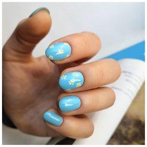 Красивые летние ногти голубого цвета