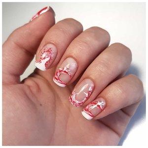 Красные волны на ногтях - дизайн
