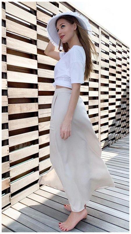 Кристина Асмус в стильном светлом образе