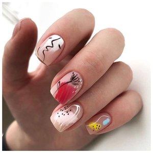 Летний стильный маникюр на короткие ногти