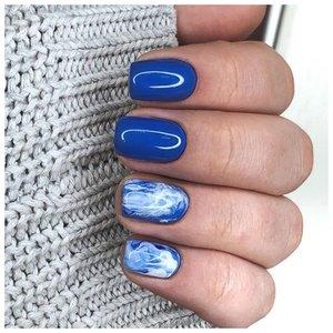 Красивый синий маникюр