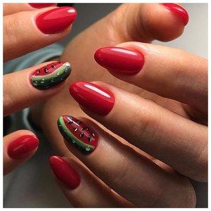 Красные ногти с арбузами