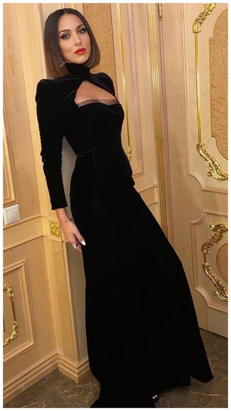 Алсу в вечерном платье в викторианском стиле