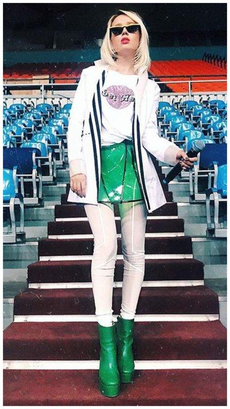 Необычный наряд певицы Клава Кока