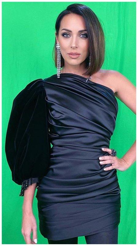 Короткое необычное черное платье