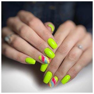 Неоновые ногти с дизайном