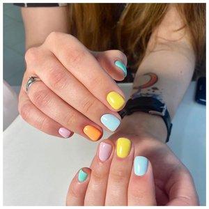 Нежные разноцветные ногти на лето