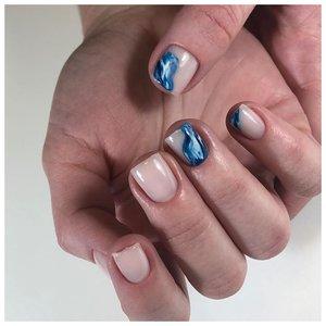 Морской маникюр для коротких квадратных ногтей