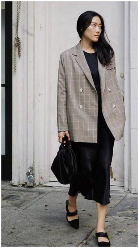 Стильный образ с платьем и пиджаком