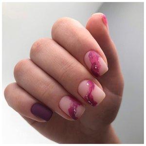 Лиловые волны на ногтях