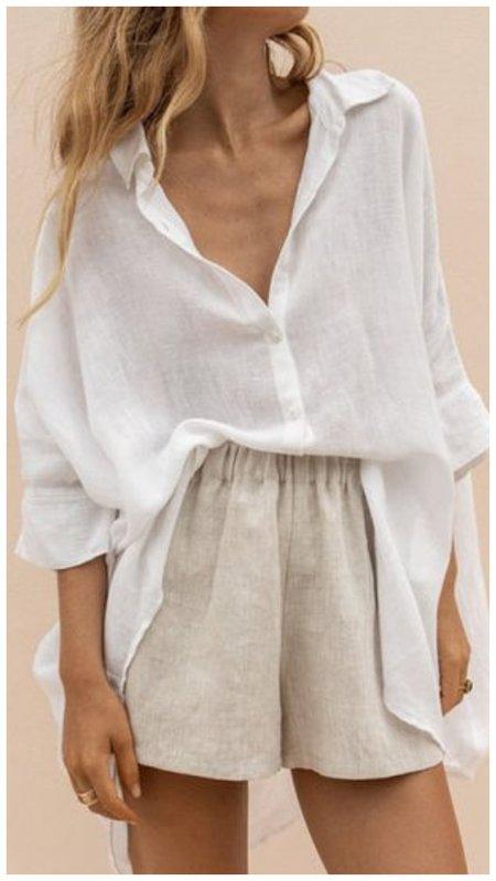 С чем носить белую рубашку летом