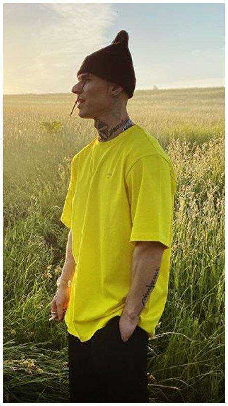 Нилетто в желтой футболке