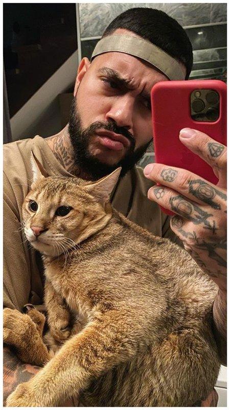 Тимати с котом