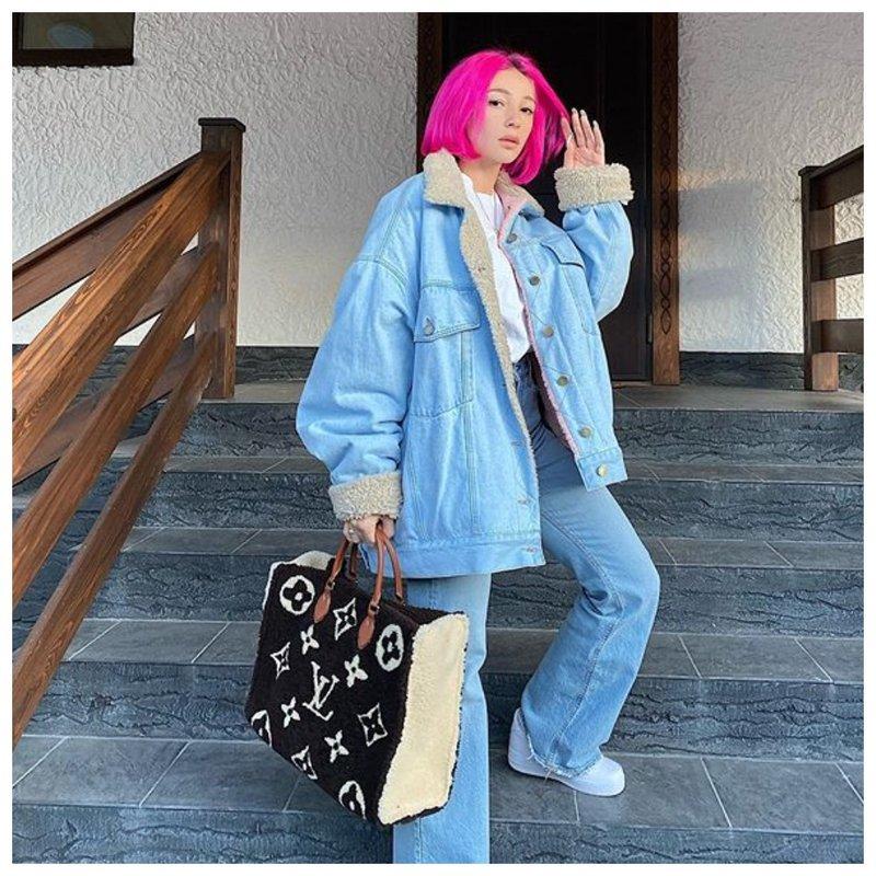 Настя Ивлеева с розовыми волосами