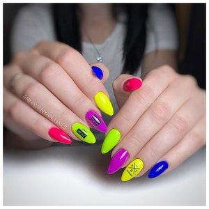 Неоновые ногти разного цвета