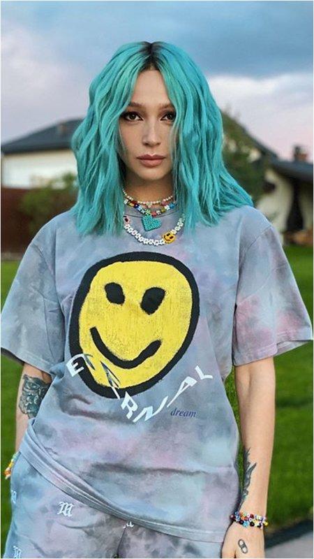 Ивлеева с синими волосами