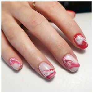 Красные волны на ногтях