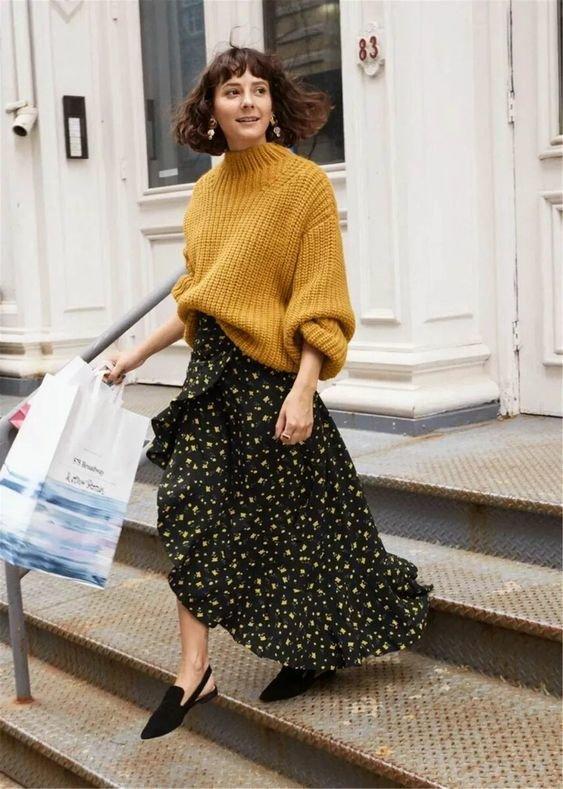 Платье с цветами и свитер