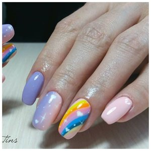 """Ногти с рисунком """"радуга"""""""