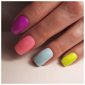 Ногти разного цвета - дизайн
