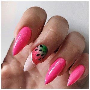 Длинные розовые ногти с летним дизайном