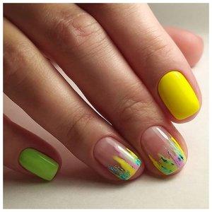 Нежные желтые ногти на лето