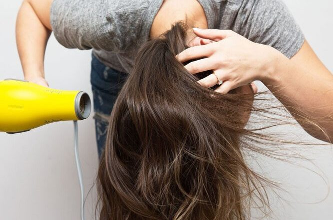 Неправильная позиция при сушке волос