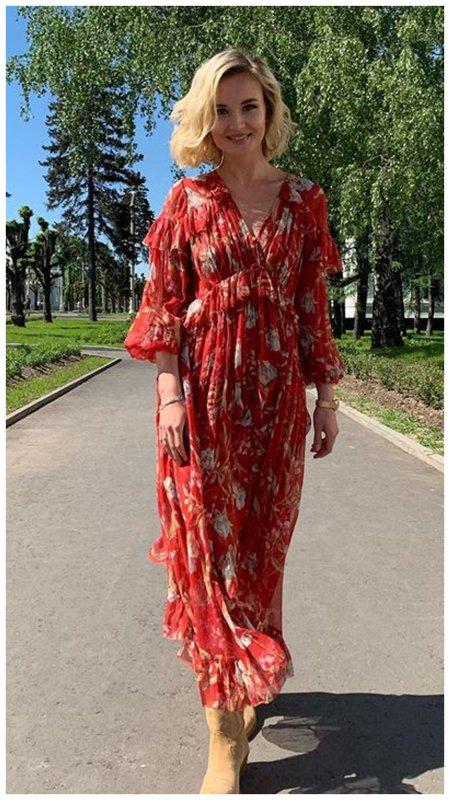 Полина Гагарина в красном платье