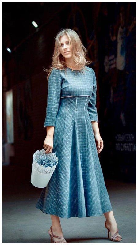 Лиза Арзамасова в платье в дачном стиле