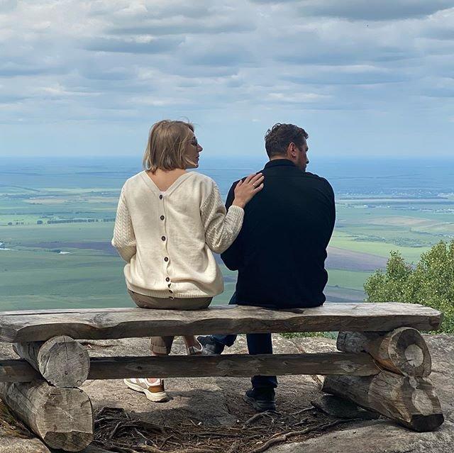 Андрей Мерзликин с женой фото на море