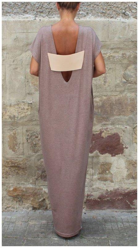 Оригинальное платье с акцентной спиной