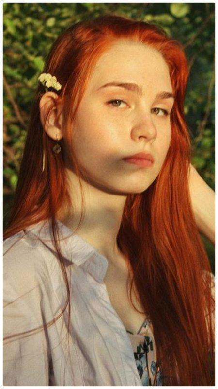 Рыжая девушка без макияжа
