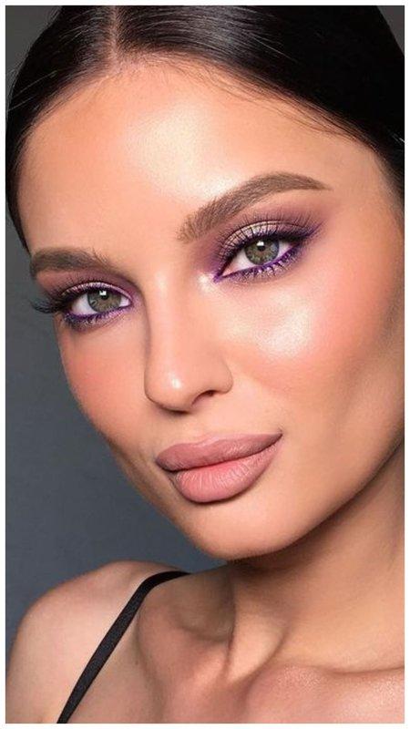 Оригинальный вечерний макияж с фиолетовыми стрелками