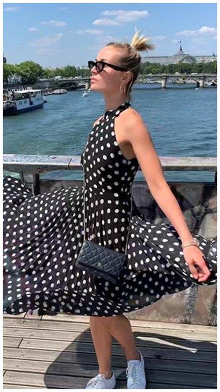 Полина Гагарина в платье в горох