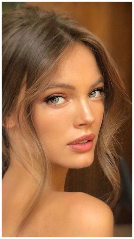 Блондинка с зелеными глазами и макияжем