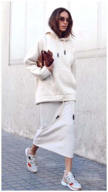 Как носить худи с юбкой