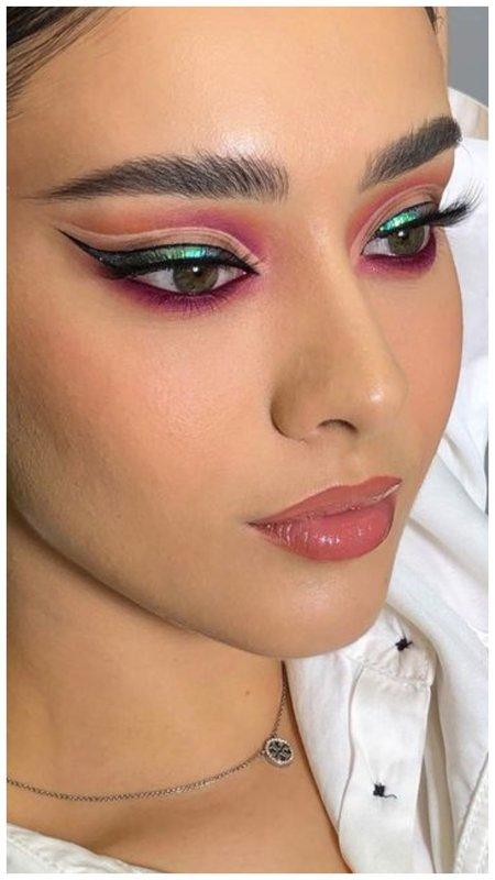 Вечерний макияж со стрелками разного цвета