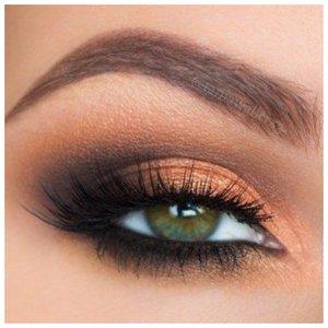 Вечерний макияж для зеленых глаз с золотыми тенями