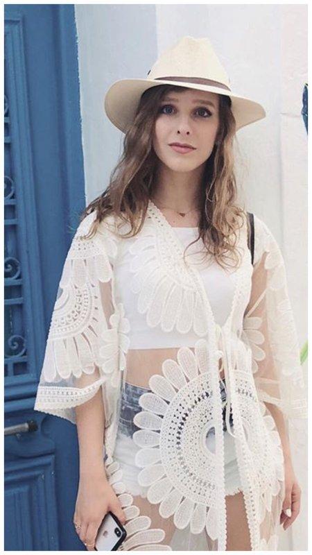 Лиза Арзамасова в шортах