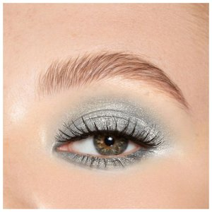 Красивый макияж для зеленых глаз голубыми тенями