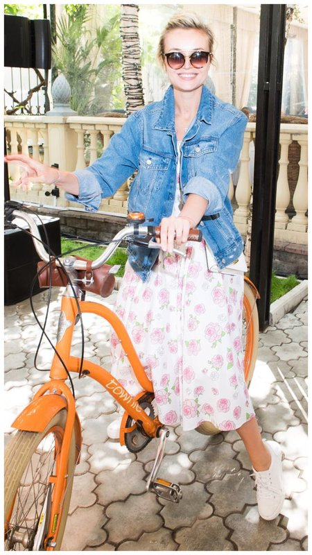 Гагарина на велосипеде