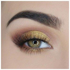 Красивый золотой макияж для зеленых глаз