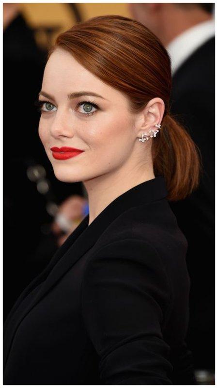 красные губы и рыжие волосы