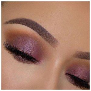 Дымчатый розовый макияж с ресницами