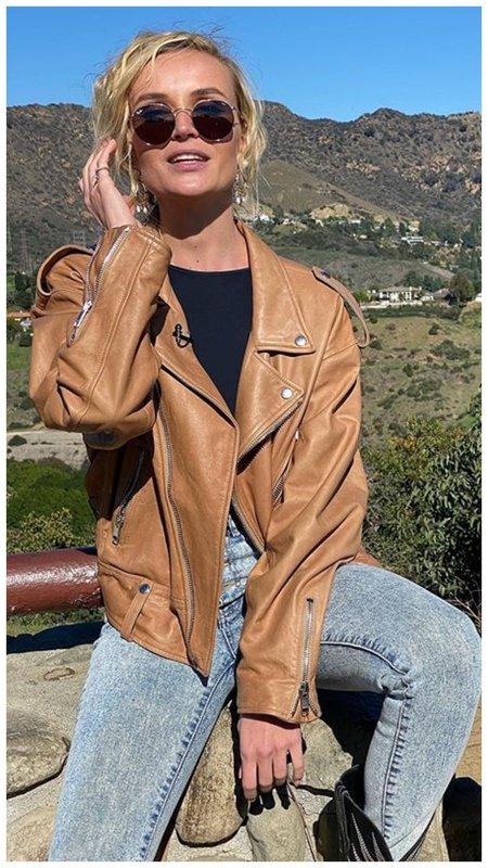 Полина Гагарина в модной куртке в Голливуде
