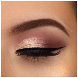 Красивый макияж глаз со стрелкой