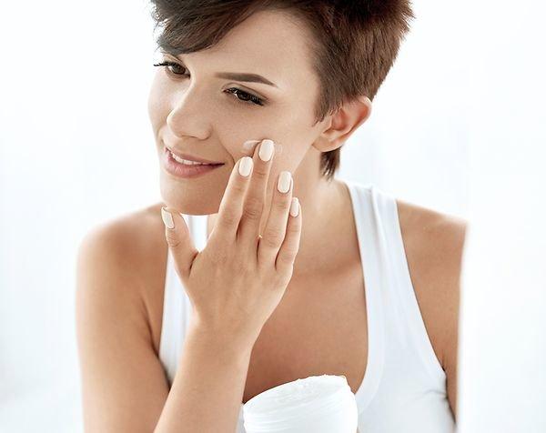 Нанесение крема пальцами