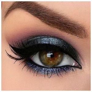 Синий макияж глаз со стрелками