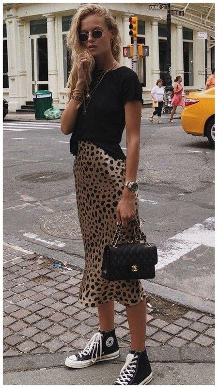 Леопардовая юбка с кедами