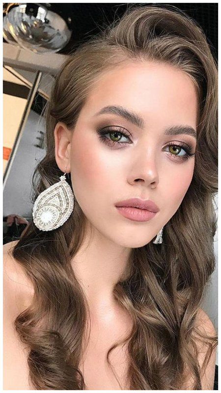 Красивый легкий макияж на лето для девушки с зелеными глазами